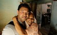 Ind v dětství nesprávně vystoupil z vlaku a téměř se navždy ztratil. Najít svůj domov a rodinu mu po desítkách let pomohl Google