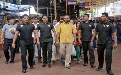 Indický podnikateľ oslávil narodeniny košeľou z čistého zlata
