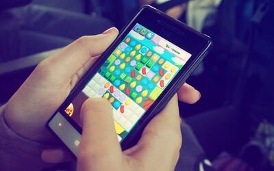 Indonésie bojuje se závislostí na mobilech. Každý měsíc hospitalizují desítky dětí