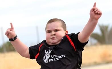 Inšpiratívny chlapček bojuje pomocou triatlonu proti závažnej hormonálnej chorobe