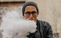Instagram už nedovolí influencerom zarábať z príspevkov, v ktorých propagujú e-cigarety, vaping či zbrane