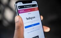 Instagram zakročí proti sexuálnímu obtěžování dětí. Nová funkce nedovolí dospělým uživatelům kontaktovat teenagery, které neznají