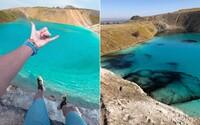 Instagrameri ignorujú karanténu a navštevujú krásnu azúrovú lagúnu. Polícia ju musela zafarbiť načierno