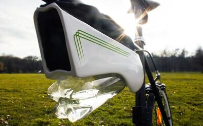 Inteligentná fľaša, ktorá dokáže premeniť vlhkosť na pitnú vodu