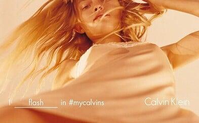 Internet je pohoršený fotkou z najnovšej kampane Calvin Klein. Vraj je sexistická a pripomína materiál pre pedofilov