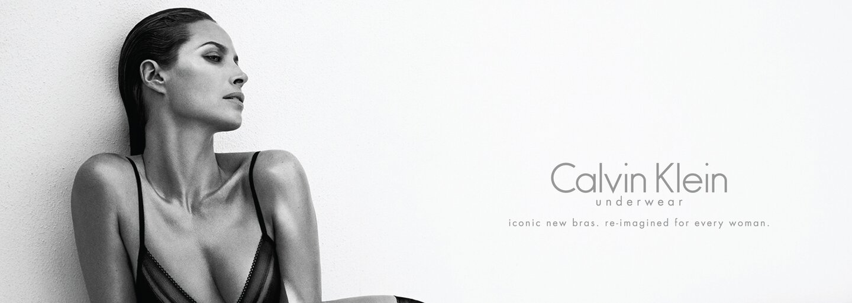 Internet je pohoršený fotkou z nejnovější kampaně Calvin Klein. Prý je sexistická a připomíná materiál pro pedofily
