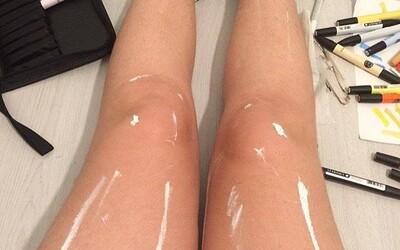 Internet se znovu nemůže shodnout na zapeklitém očním klamu. Jsou ty nohy pomalované barvou, nebo se jen lesknou?