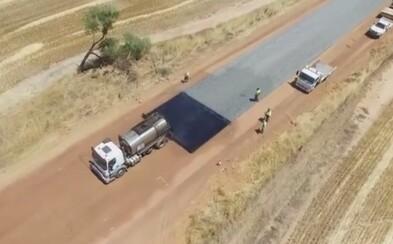Internetoví perfekcionisté se zamilovali do stavby silnice v Austrálii. Dokonalou efektivitu a rychlost bychom jim mohli závidět