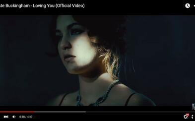 Intímna a vášnivá súhra muža a ženy v najnovšom videoklipe od Celeste Buckingham