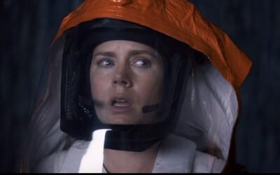 Invaze mimozemšťanů na Zemi v podání režiséra Sicaria! Amy Adams se s nimi v prvních záběrech pokusí spojit