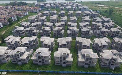 Investícia za viac než miliardu eur skončila chátrajúcimi luxusnými vilami v Číne. Obyvatelia sa do nich možno už nikdy nenasťahujú