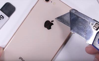 iPhone 8 podstoupil nelítostný test odolnosti. Kolik toho čerstvá novinka od Applu vydrží?