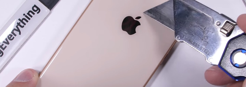iPhone 8 podstúpil neľútostný test odolnosti. Koľko toho ešte čerstvá novinka od Applu vydrží?