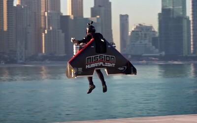 Iron Man z Dubaja letel na jetpacku do výšky 1 800 metrov. Prístroj dosahuje rýchlosť 400 kilometrov za hodinu