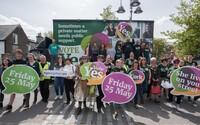 Irové v referendu odhlasovali zrušení zákazu potratů. Mladí i staří odstranili z ústavy část z roku 1983