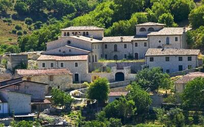 Itálie prodává historické domy za symbolické 1 euro, šanci na nový život u Etny máš i ty!