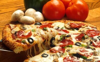 Italové jsou na svoji pizzu tak hrdí, že sbírají podpisy, aby se dostala na seznam UNESCO. Chtějí ji ochránit před fastfoodovými giganty