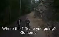 Italský starosta honí lidi s dronem a přes stroj na ně vulgárně křičí, aby šli domů