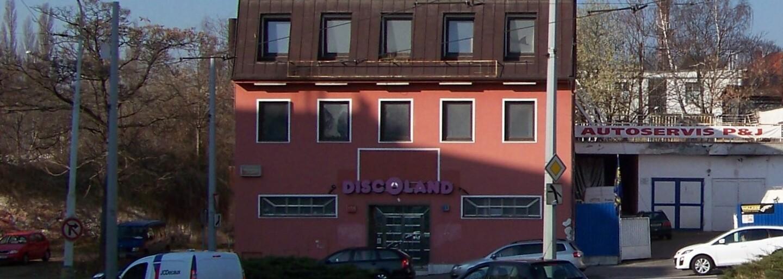 Ivan Jonák vlastnil klub, kam chodil Karel Gott, Lucie Bílá i pražská mafie. Nakonec skončil ve vězení za objednávku vraždy své manželky