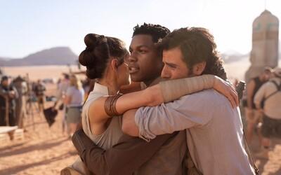J. J. Abrams oznámil koniec natáčania Star Wars IX dojemnou fotkou s ústredným triom
