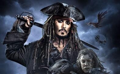 Jack Sparrow se na prvních plakátech pro Piráty z Karibiku 5 konečně odhaluje v celé své kráse