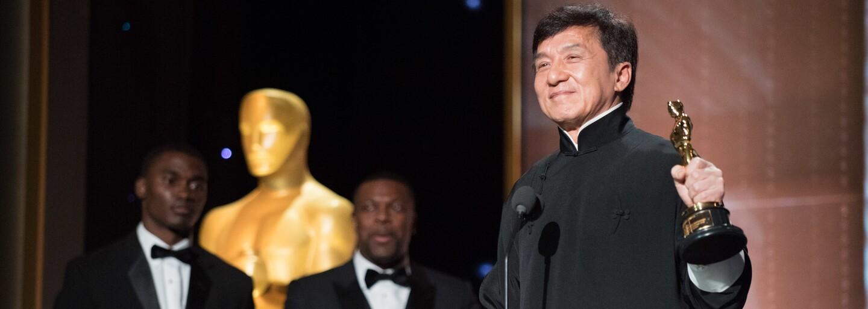 Jackie Chan si prevzal Oscara za celoživotné dielo z rúk Sylvestera Stalloneho