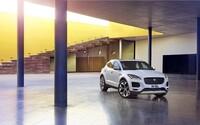Jaguar opäť rozširuje portfólio o úplnú novinku. Štýlový E-Pace pritom odhaľuje rekordným preletom