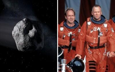 Jak by se Země bránila proti srážce s obrovským asteroidem? Ve hře je i atomová bomba.