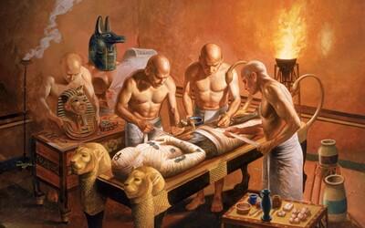 Jak probíhala mumifikace ve starém Egyptě, díky níž dokázala být těla faraonů zakonzervována na stovky let?