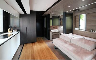 Jak proměnit 28 metrů čtverečních v Hongkongu na luxusní byteček s velkou kuchyní, domácím kinem, vanou a místem na posilování?