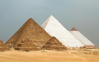 Jak původně vypadaly slavné stavby, které zná každý? Egyptské pyramidy byly po dokončení bílé