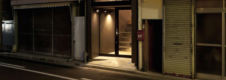 Jak vypadá minimalistický dům v Japonsku, který má šířku pouhých 1,8 metru?