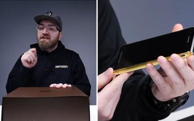 Jak vypadá rozbalování mobilu za 20 tisíc dolarů? Je pokrytý italskou kůží, dbá na bezpečnost a nechybí mu prémiové doplňky