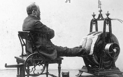 Jak vypadaly posilovací stroje v 19. století? K těm dnešním mají opravdu daleko