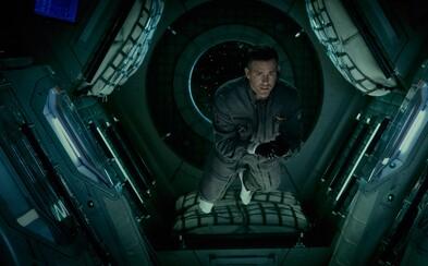 Jake Gyllenhaal a Ryan Reynolds sa pokúsia zachrániť Zem pred neznámou a nebezpečnou formou života z Marsu