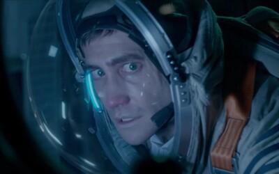 Jake Gyllenhaal a Ryan Reynolds zachraňujú planétu Zem od ničivej mimozemskej vzorky nájdenej na Marse v debutovom traileri vesmírneho sci-fi Life