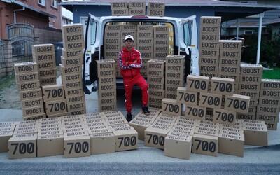 Jaké úplatky dává resell mafie prodejcům, pokud chce koupit 50 párů tenisek Yeezy nebo Off-White?