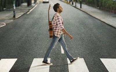 Jaký by byl svět bez The Beatles? U romantické komedie Yesterday se budeš skvěle bavit (Recenze)