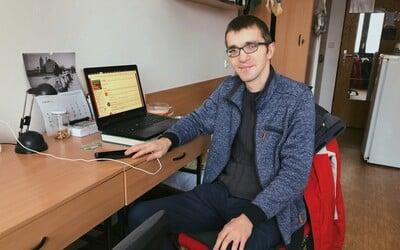 """Ján """"Info"""" Šutý študuje bakalára už 10 rokov a je legendou Mlynskej doliny. Koľko študentov mu denne napíše o pomoc? (Rozhovor)"""