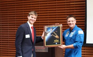Jan Kolmaš vystudoval Yale, kosmonautiku na Stanfordu a nyní pracuje pro Evropskou vesmírnou agenturu (Rozhovor)