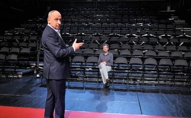 Český moderátor Jan Kraus kvôli koronavírusu odmoderoval svoju  šou len s jedným divákom v publiku