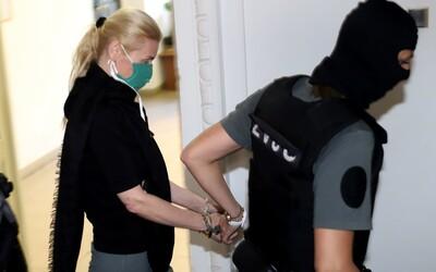 Jankovská si slobodu dlho neužila, kukláči ju opäť zadržali kvôli inej kauze
