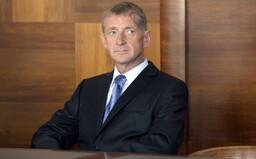Janoušek se stále vyhýbá vězení. Soud vydal příkaz k jeho zadržení