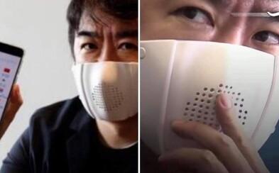 Japonci vymysleli inteligentnú masku na tvár podobnú rúšku. Prekladá do ôsmich jazykov