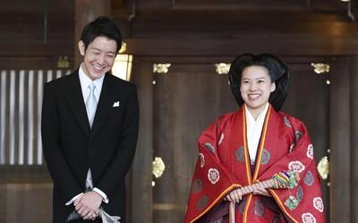 Japonská princezna Ajako se kvůli lásce vzdala královského původu. Provdala se za podnikatele