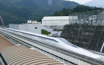 Japonský levitující rychlovlak včera překonal světový rekord! Dosáhl rychlosti 590 km/h