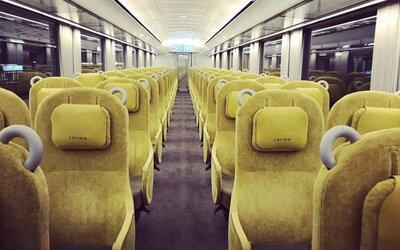 Japonský vlak je navržen tak, aby lidé měli pocit, že sedí v obývacím pokoji