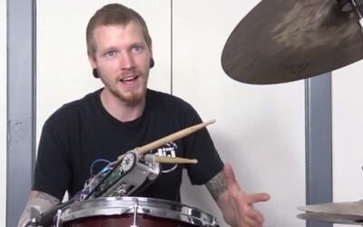 Jason Barnes: nadaný bubeník s robotickou rukou