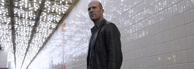 Jason Statham ako gambler zachraňuje dobitú krásavicu v novom akčnom filme