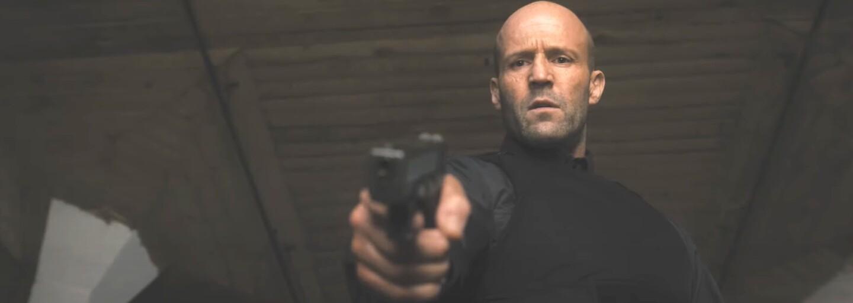 Jason Statham strieľa Posta Maloneho do tváre. V akčnom traileri pre Wrath of Man je chladnokrvným zabijakom